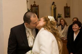 Prvý manželský bozk :)