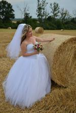 Šatičky č. 1 - Svadobné, k šatám patrí aj závoj a kruhová spodnica