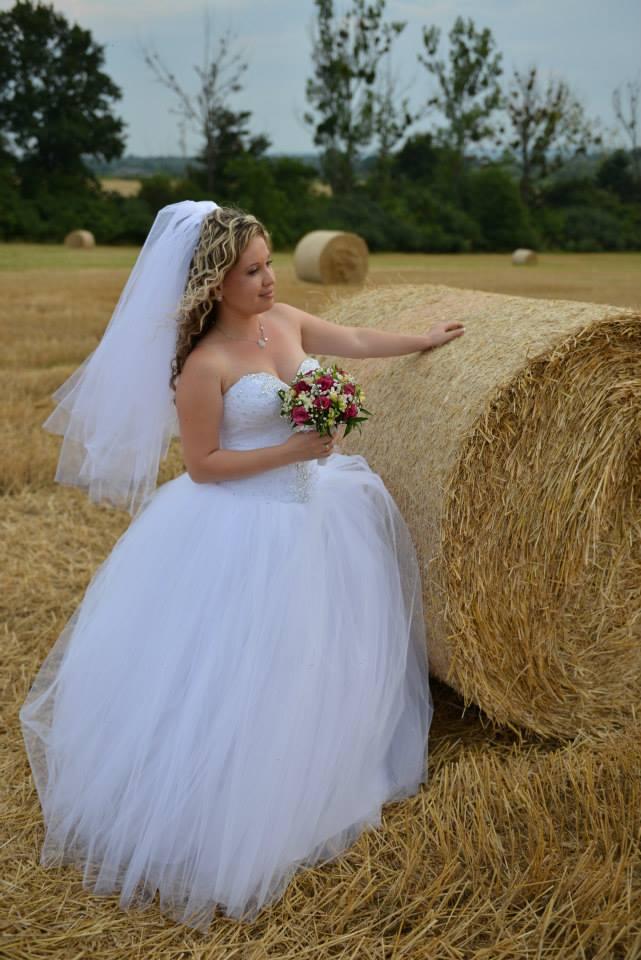 Šatičky - Šatičky č. 1 - Svadobné, k šatám patrí aj závoj a kruhová spodnica