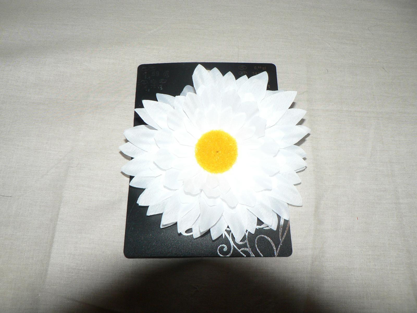 Čo už máme... :) - Kvet do vlasov- pravdepodobne ten budem mat pocas obradu - 1,79eur - KIK