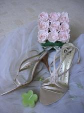 a svatební botičky -přesně takové, o jakých jsem snila:-)