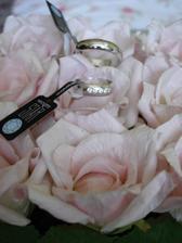 naše prstýnky... jsou prostě nááááááádhernéééé:-)