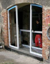 začátek montovaní dveří