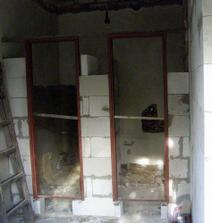 dolní schodiště-stavění příček wc+tech.místnost