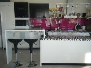 Pohľad na celú kuchyňu