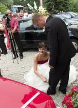 flaška se prostě ztratila, tak jsem byla první nevěsta, která přepilovala řetěz :D
