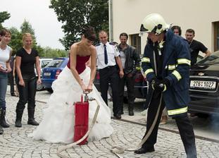 jako správní dobrovolní hasiči, jsme museli uhasit domeček :)