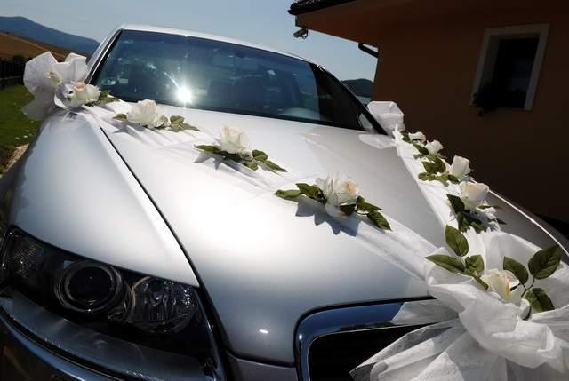 BEJU - Pekne ozdobené svadobné auto