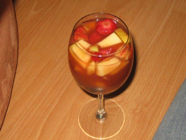 Lucia & Rasťo 9.8.2008 - Naše ovocíčko si plávalo v alkohole už od 9:00 ráno, takže ho bolo aj cítiť!