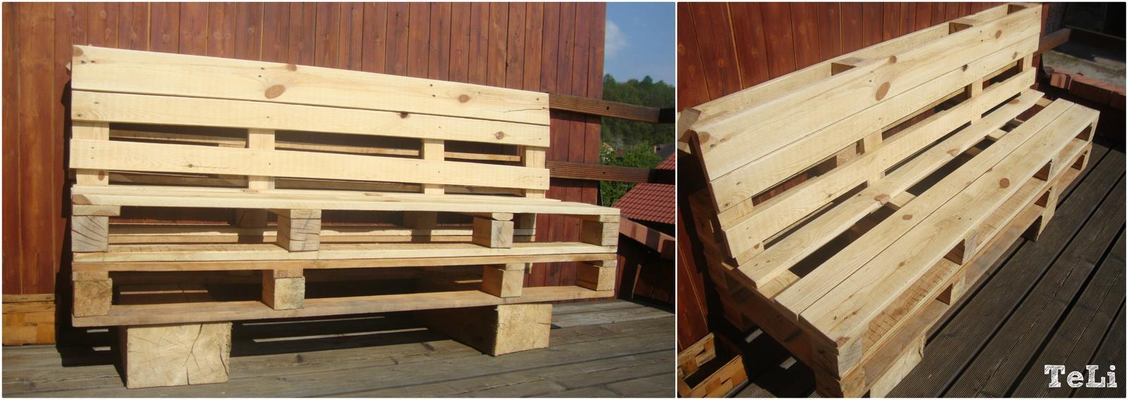 Paletová lavička - natřená a na místě :) ještě zbývá sešroubovat