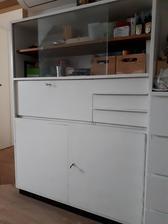 skříňka na tvořící potřeby v ložnici (ještě plánuji vyměnit sklo za překližku,aby nebyl vidět bordel uvnitř) :)