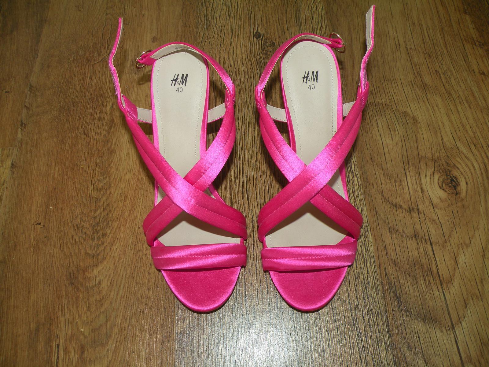 Saténové sandály HM - Obrázek č. 1