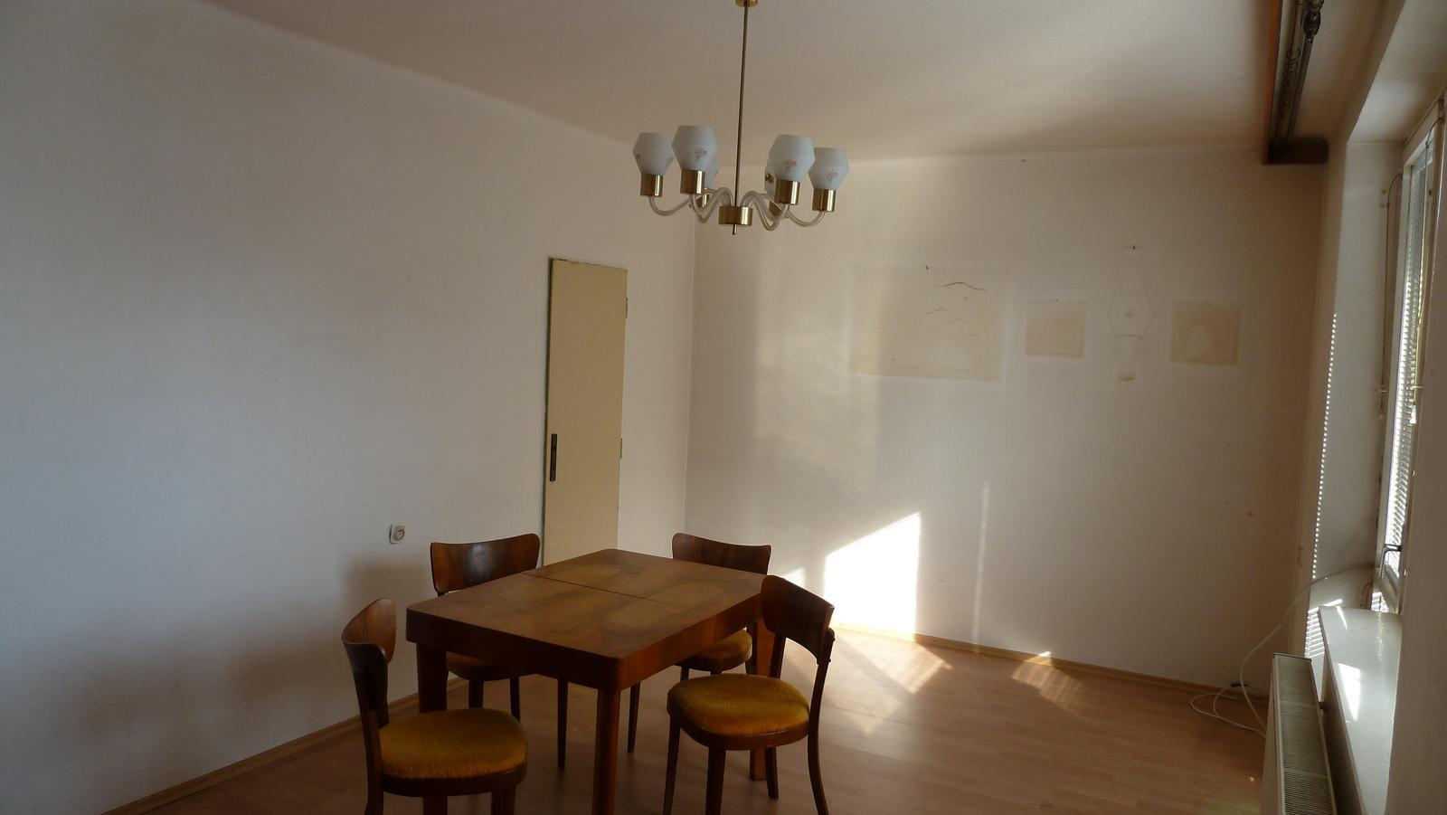 Projekt: Nové bývanie ... - ... dvere sa zrušia a vchod do kuchyne sa zväčší ...