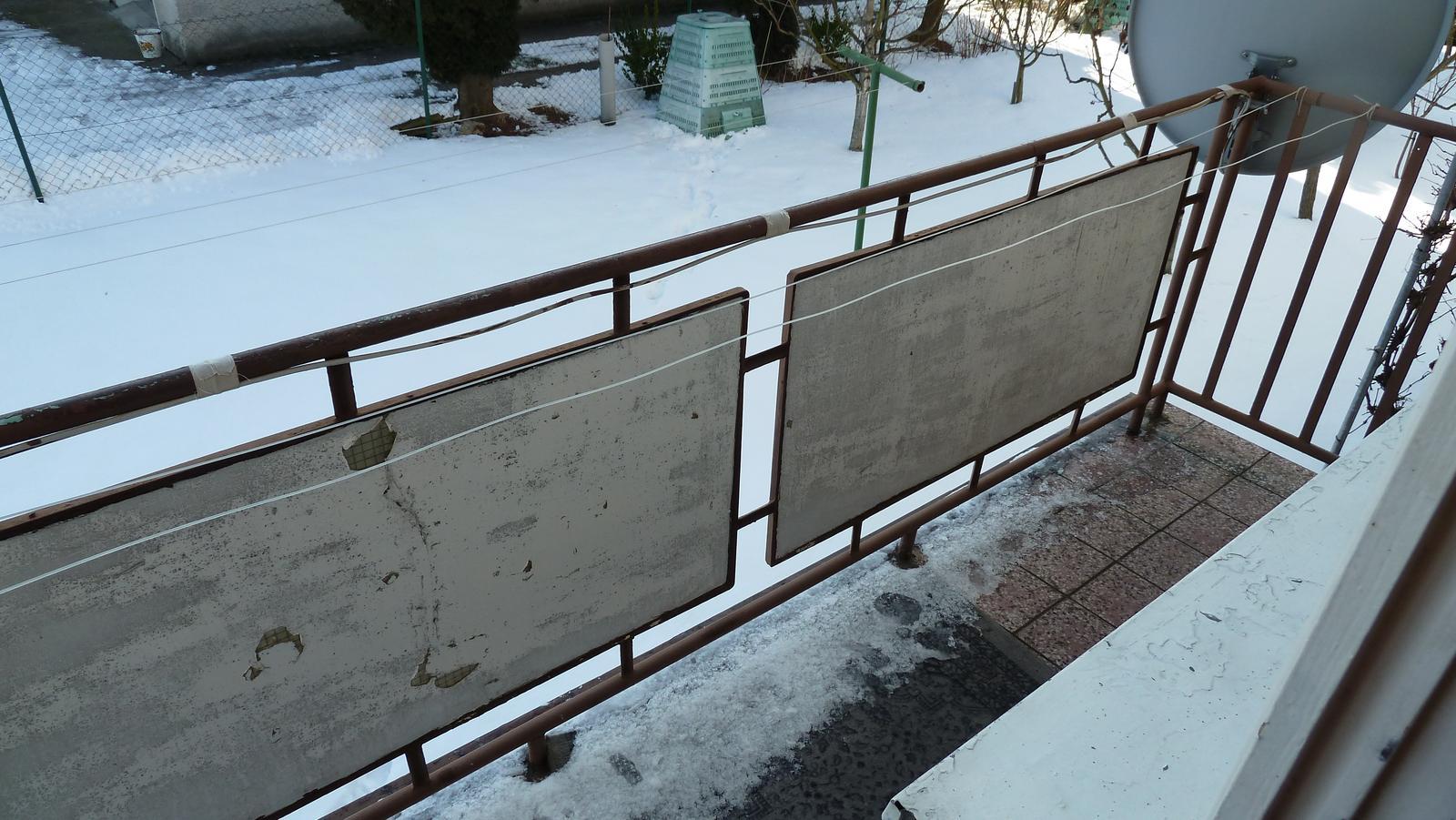 Projekt: Nové bývanie ... - ... 3 a pol metrový balkón z ktorého bude časom teraska...