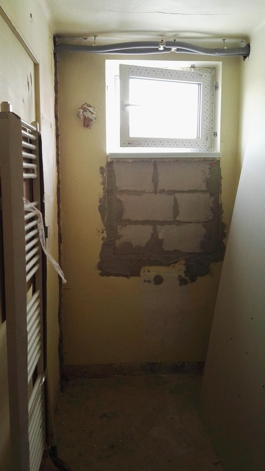 Projekt: Nové bývanie ... - ... okno zmenšené, pod ním bude na celú šírku kúpelne sprcha...