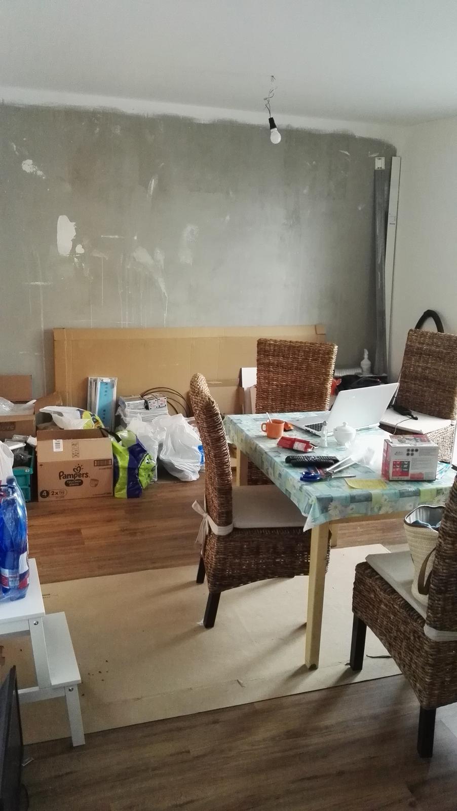Projekt: Nové bývanie ... - ... obyvačko-jedáleň :-( a tehličky ešte dlho budú čakať v krabiciach, kým urobia parádu na stene...