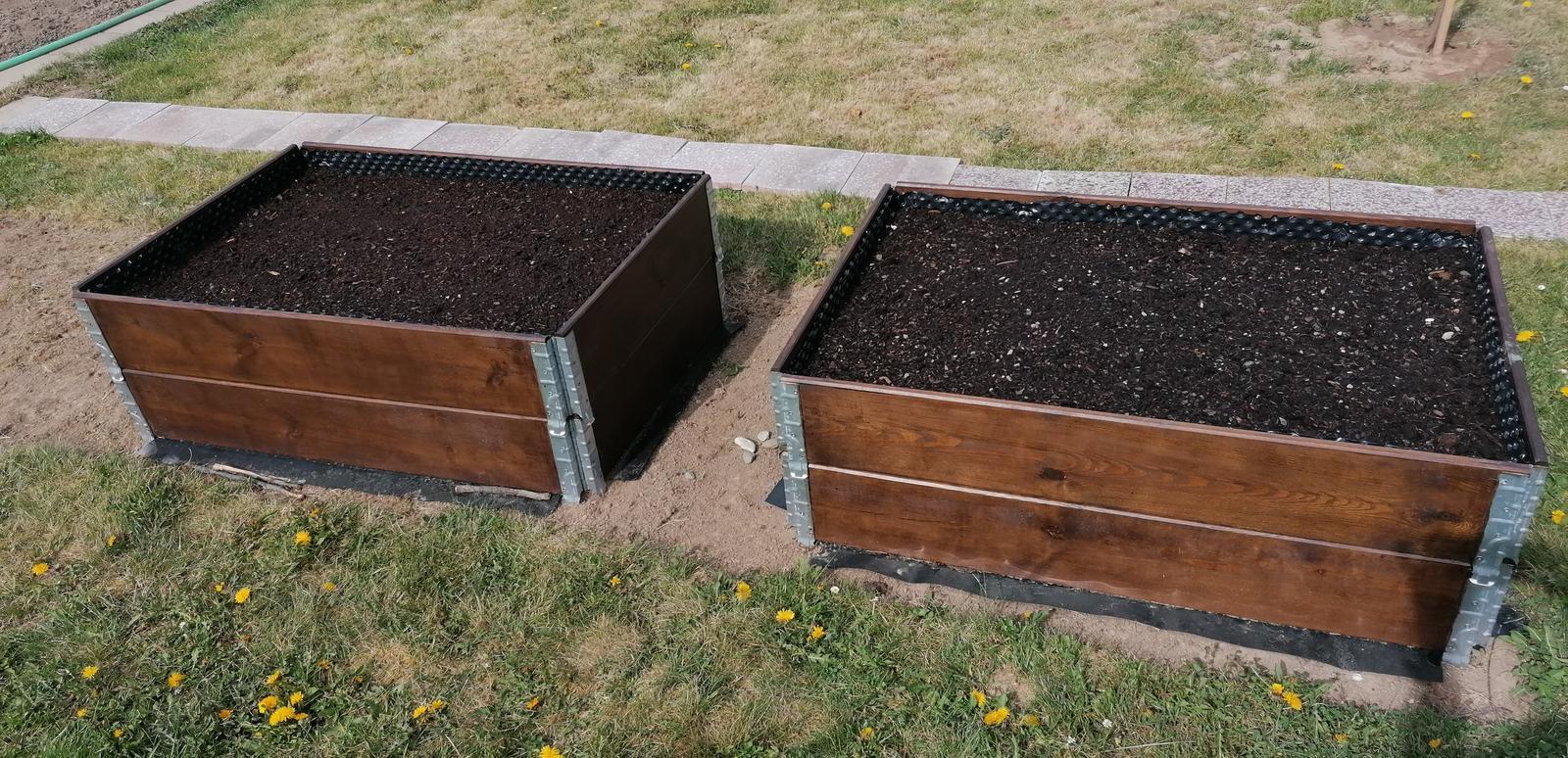 """Naše malé """"pole neorané"""" :o) záhradka 2. rok - ... už sú dva ..."""