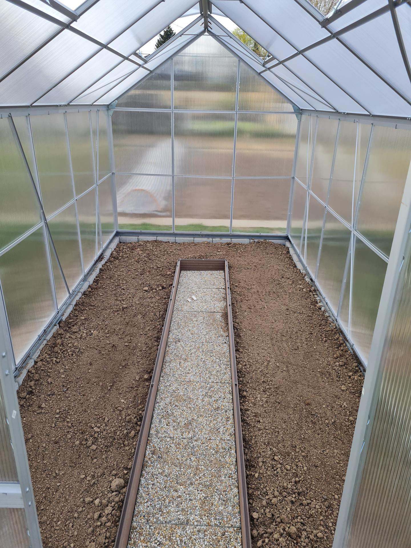 """Naše malé """"pole neorané"""" :o) záhradka 3. rok - ...hotovo, už len sadiť priesady ..."""
