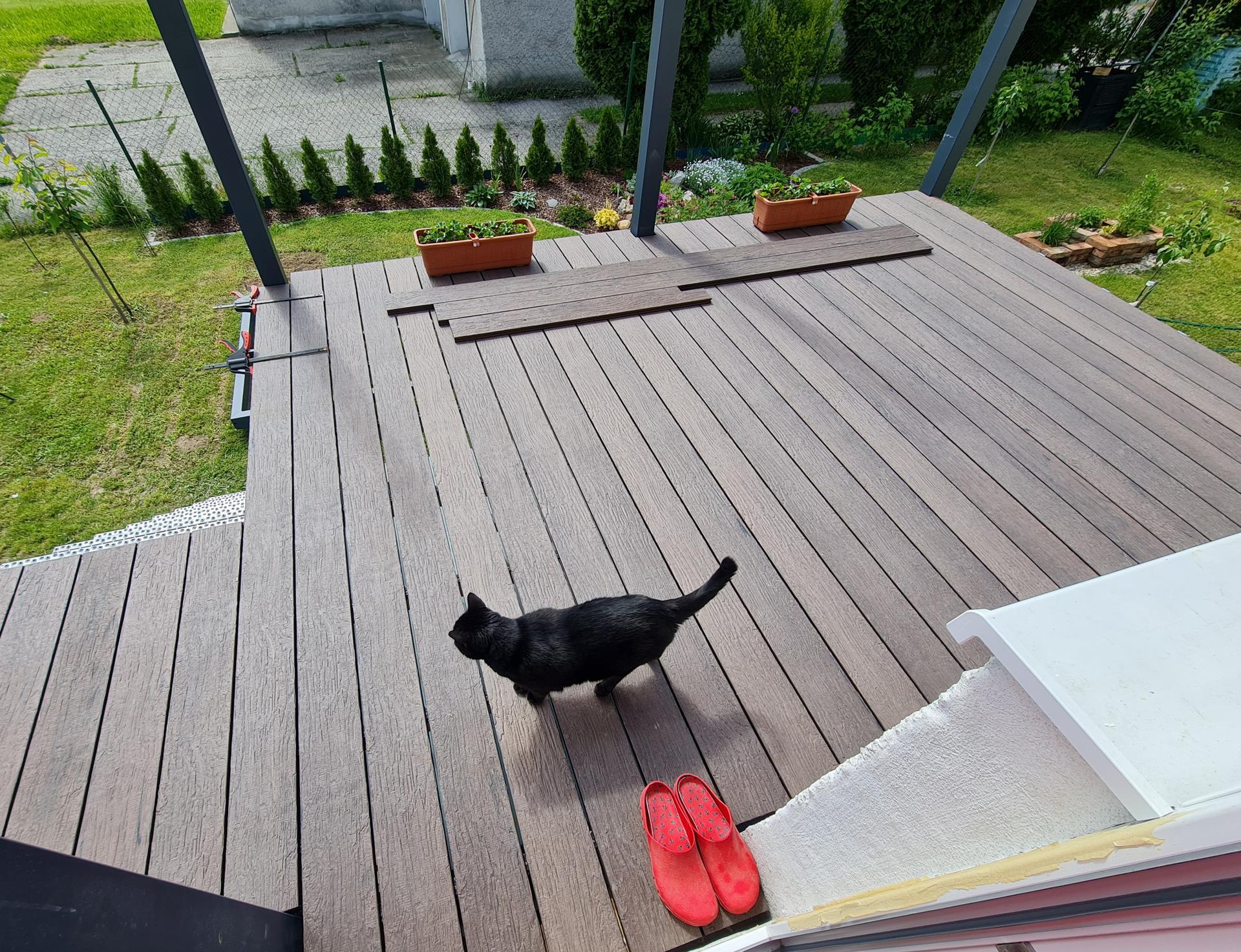 Premena balkóna na terasku - ... tak vraj zatiaľ môže byť ...