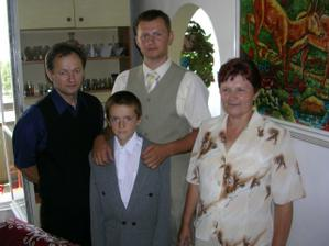 s bratom a rodičmi
