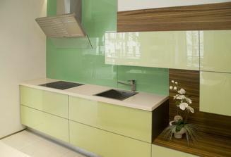 líbí se mi sklo místo obkladu v kuchyni