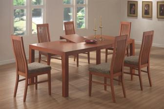 krásný velký stůl a židle jsou taky fajn a moc dobře se na nich sedí..SORA