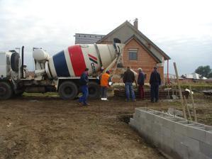 1.října - super počasí na betonování :-)