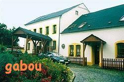 tady bude hostina: hotel Savary v Nivnici