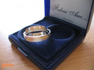 naše prstýnky..Retofy..už jsou doma :-)