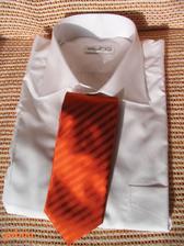 konečně koupená košile a kravata pro ženicha