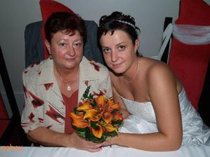 s maminkou a nádhernou kytkou