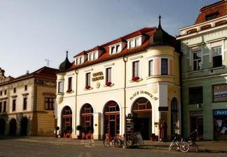 Svatební hostina bude v klimatizovaném (bude srpen :-)) hotelu Slunce v Uherském Hradišti.
