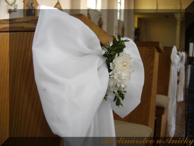 25_april_2009 - taketo stuhy na lavice do kostola - mame zajednane :)