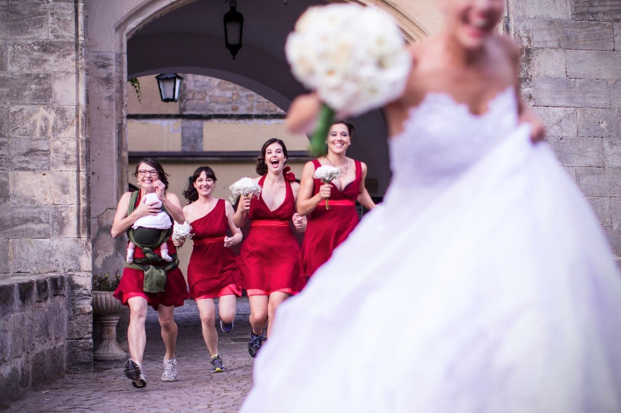 Svatební účes a líčení pro nevěstu Adélku a její družičky :) - Obrázek č. 5