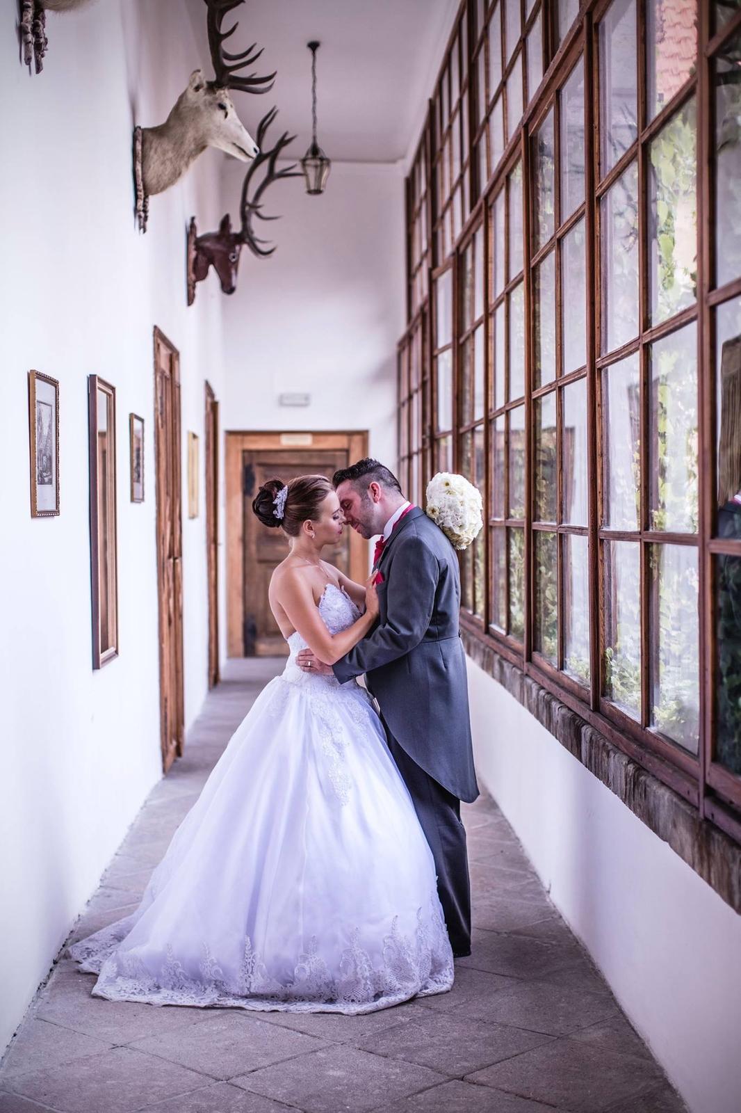 Svatební účes a líčení pro nevěstu Adélku a její družičky :) - Obrázek č. 8