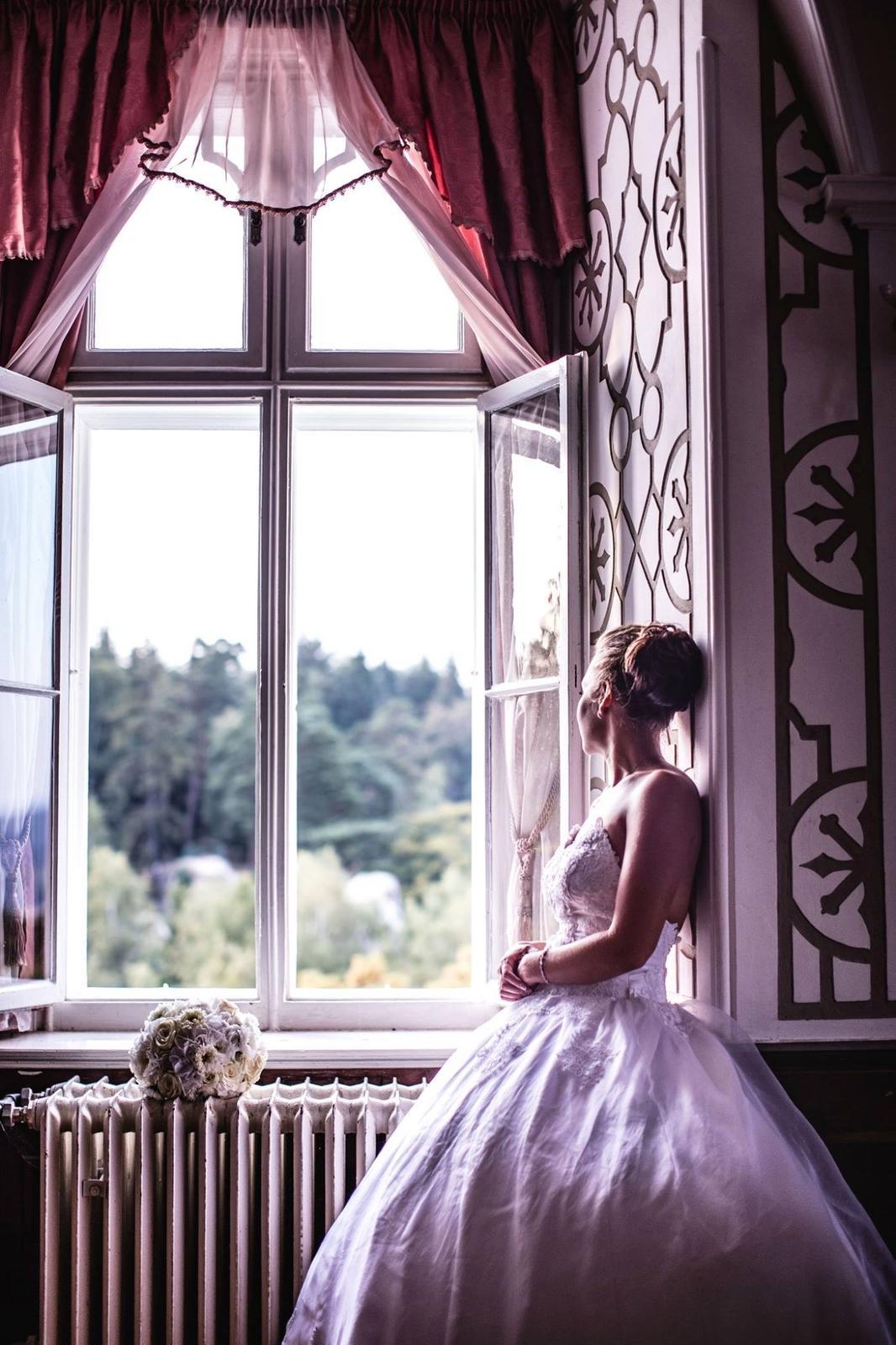 Svatební účes a líčení pro nevěstu Adélku a její družičky :) - Obrázek č. 10
