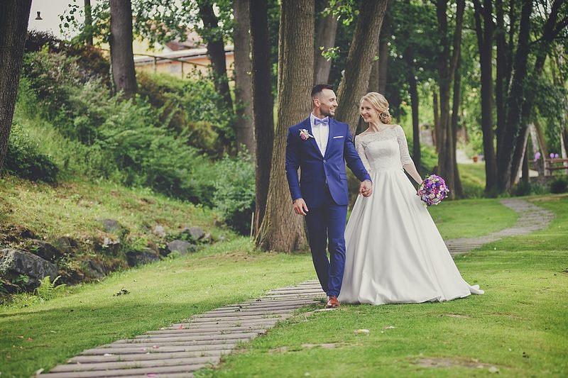 Svatební účes a líčení pro další krásnou nevěstu | Statek Všetice | Benešov - Obrázek č. 2