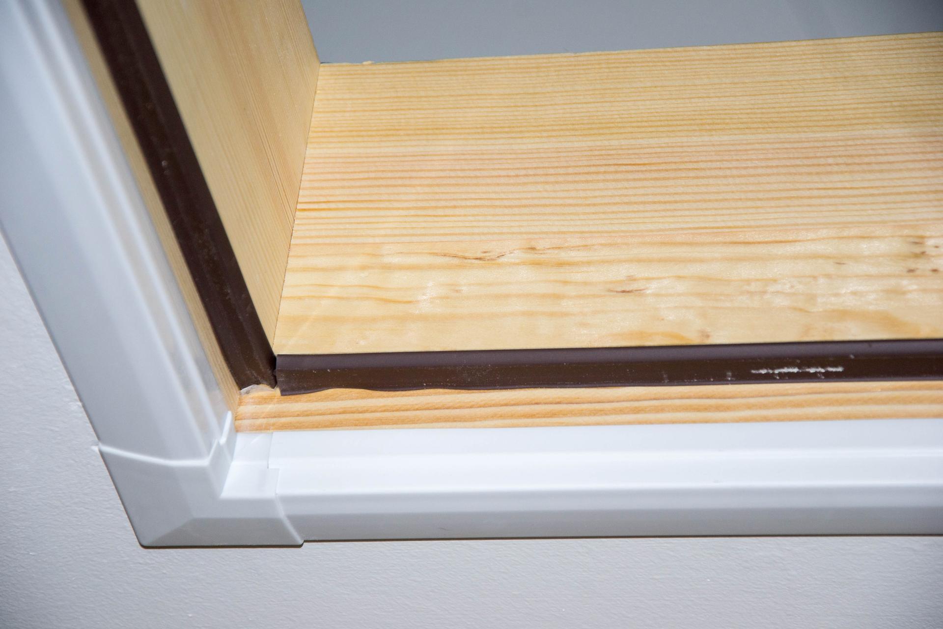Půda - Kubis 74 - Detail krycí lišty půdních schodů ...