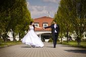 Princeznovské svatební šaty, 40