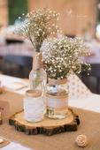 Svícny a vázy z přírodní svatby,