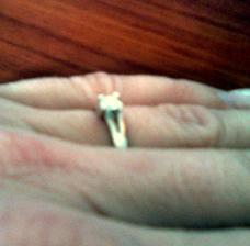 24.12. 2008, pod Vánočním stromečkem na mě čekal prstýnek s diamantem, který mohl znamenat jen jedno...
