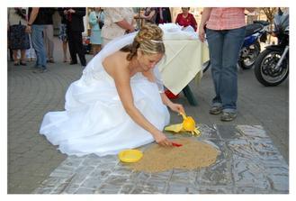 a nevěsta musela najít klíč...