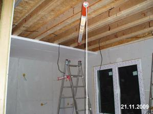 Postupně musíme dodělat i stropy
