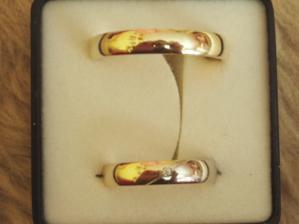 Naše prstýnky (necháme opravit - ženich nemá zářez jako nevěsta)