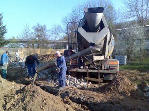 vylévání betonu