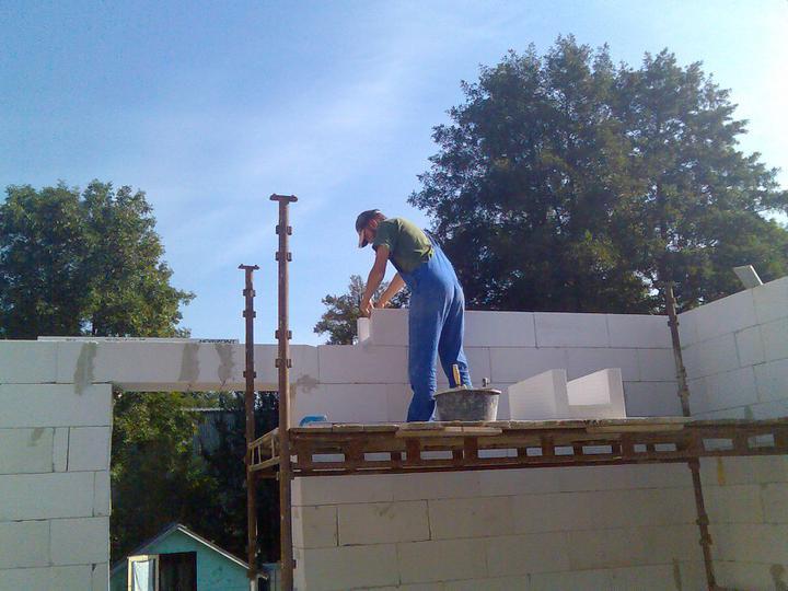 Sova opět na stavbě