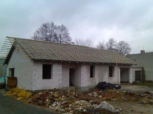Bungalov 567 poupraven sedlova střecha a přidaná garáž 29.10.2009