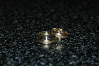 Naše prstýnky, už schované doma.....