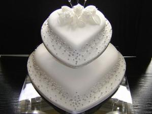 Tak tohle bude ten dortíček... S postavičkama nahoře..