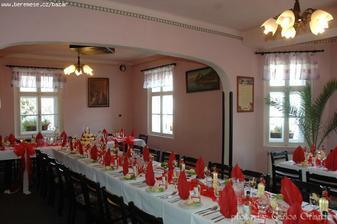 svatební tabule bude červeno-bílá
